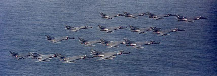 Formation de 16 Super-Étendard de la 11.F et 17.F. (©Marine Nationale)